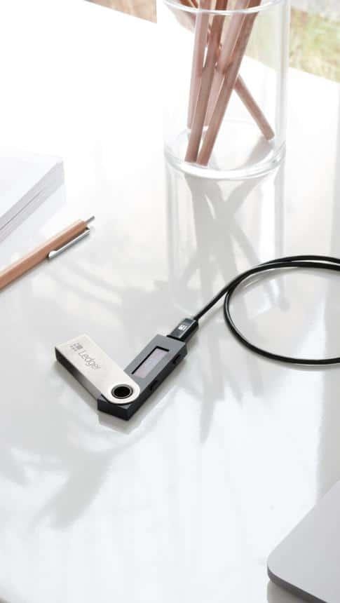 Ledger Nano S портфейл за съхраняване на биткойн